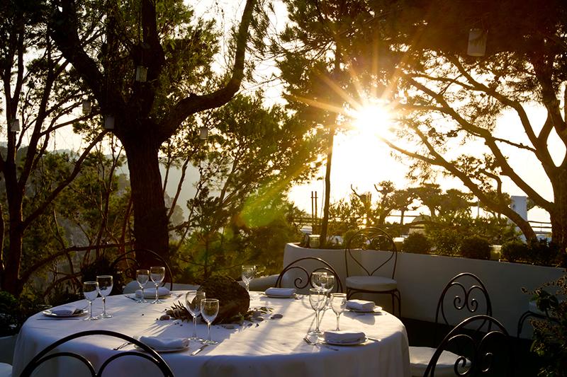 Restaurant Eden garden terrace / : © Hacienda Na Xamena, Ibiza.
